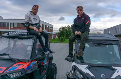 FORSTÅR KRITIKKEN: Stian Pedersen(t.v.) og Thomas Didriksen forstår at det er mye støy når de kjører rundt: – De her kommer med anbefaling om å kjøre med hørselvern, forteller de.