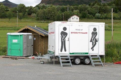 Midlertidig toalett mye trengt ved Bjørnerå ferjekai, siden mangel på toaletter har vert en vanskelighet for besøkende tidligere.