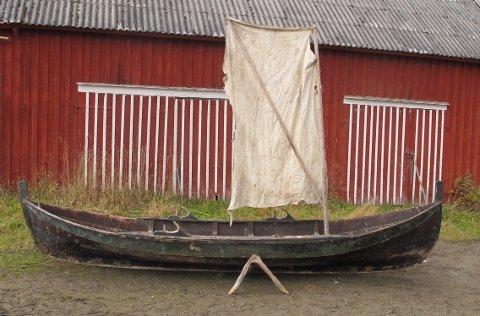 ETTERLYSES: Her en av de fire originale Innherredsbåtene som er funnet.  Nå etterlyser båtbyggerlærling Aage Arnold Haugan (23) flere slike gamle Innherredsbåter.