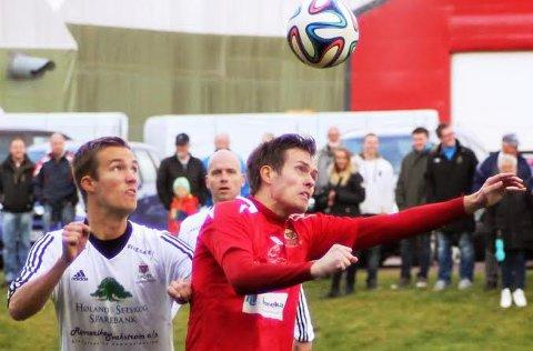NY TRENER: André Sandby (t.h), her i kamp med Aurskog-Høland Fotballklubbs kaptein Lars Kopperud, skal trene Rømskog/Setskog sammen med Henning Fagersand neste sesong.