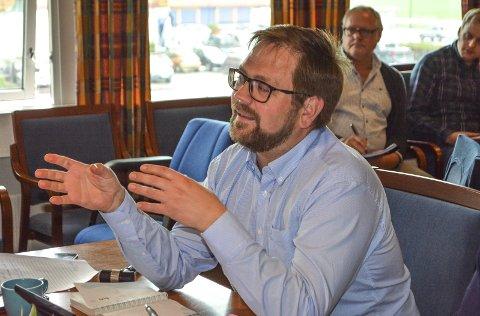 Forhandler: Ordfører Roger Evjen ønsker ny barnehage på Løken, men først må det forhandlinger til. Foto: Anne E. Mjåland
