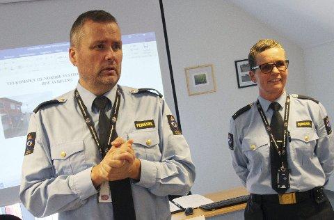 Sjokkerte: De tillitsvalgte, Alf Håvard Nilsen (NFF) og Marit Solheim (KY) er bekymret over vedtaket om å legge ned Hof fengsel.