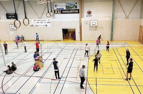 Nattvolleyball: Arrangørene etterlyser flere lag for å skape en skikkelig turnering med nattvolleyball fredag kveld og natt til lørdag i Hofhallen. Foto: Privat