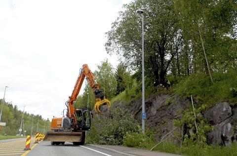 BRATT ARBEID: Torsdag i forrige uke var det arbeid her sør for Snekkestad, nær Hellanddumpa. Foto: Lars Ivar Hordnes