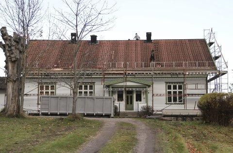 PRESTEGÅRDEN I HOF: Er fredet og skal nå være tett mot ytterligere innlekking. Foto: Lars Ivar Hordnes