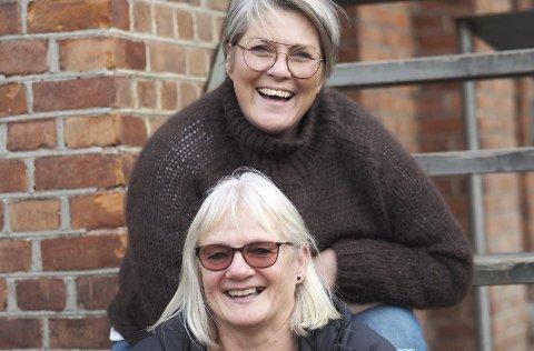 Må avlyse: Aina Næss og Irene Glosli (nederst) er ikke like fornøyde nå som de dessverre må avlyse julemarkedet.foto: Privat