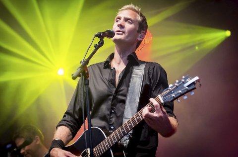 MANNEN BAK SOMMERSLAGERNE: I 1996 slo Postgirobygget gjennom med debutalbumet «Melis», der låter som «Idyll», «Sløv uten dop» og «En solskinnsdag» er med. Lørdag 22. august skal vokalist og låtskriver Arne Hurlen opptre på Noah-konserten på Langøya. ALLE FOTO: PRESSEFOTO