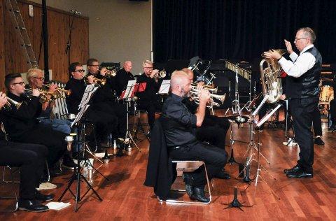SPILLER INTERNASJONALT: Holmestrand Brass og dirigent Arild Ovrum.