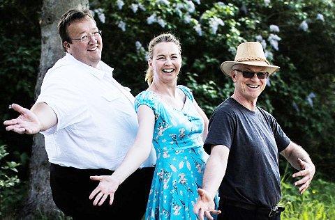 På torget: Trioen  Jan Kristian Hverven , Cecilie Schilling og Bjørn Luksengård har nettopp avsluttet en turneen «Vinduslykke» med 24 konserter. Foto: Privat