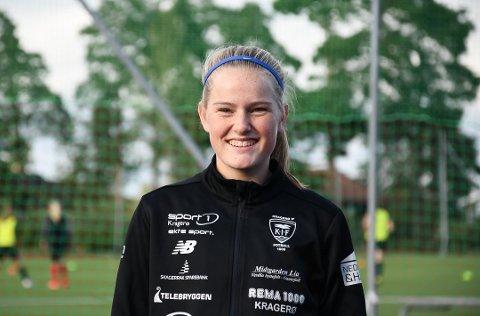 Ella Isaksen Opkvitne har spilt fotball siden hun var fem år gammel, og får nå betalt i form av sitt andre landslagsuttak.