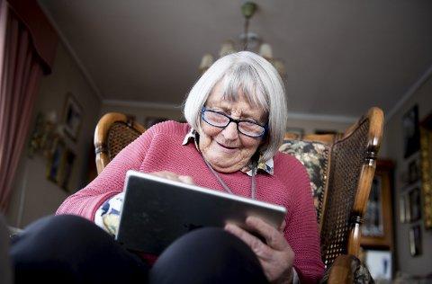 Ada Bjerkvig (94) synes flere eldre bør være aktiv på nett og uttrykke meningene sine. Hun blogger for å gi en stemme til nær en kvart million mennesker i Norge som er over 80 år.