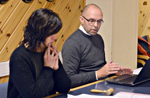 STRUKTUR: Rådmann Rune Antonsen vil utrede kommunestrukturen i Nore og Uvdal. Her sammen med ordfører Eli Hovd Prestegården.