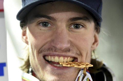 TANNPINE: Daniel-André Tande har problemer med en tann.