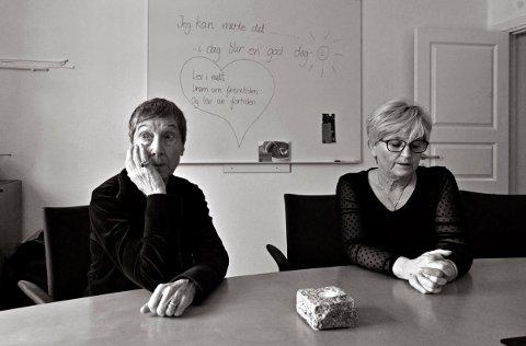 ÅPENHET: Carol Skalstad (t.v.) og Grete Reidun Ekra Hedenstad opplevde at deres to sønner ble rusmisbrukere. De påpeker det er godt å snakke med andre som er i samme situasjon.