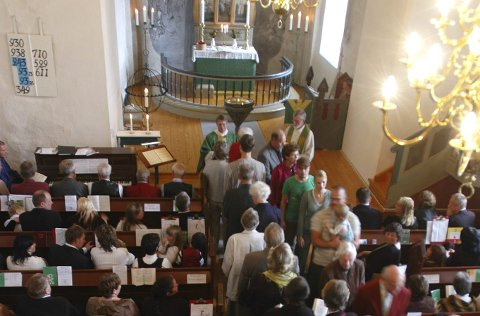 Medlemstall: Efteløt sogn har fått fem nye medlemmer i 2018. Bildet er fra Efteløt kirke i 2006. Foto: Irene Mjøseng