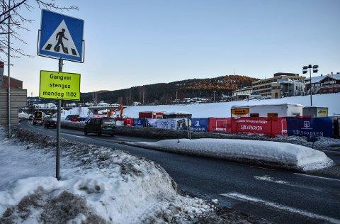 STENGES: I dag, mandag, stenges denne gangveien forbi Sildetomta.