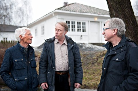 NY QUIZ: Vidar Skaar Borgersen (t.v.), Odd Arne Helleberg og Dag Kristoffersen lager lokalhistorisk quizkveld på Lågdalsmuseet mandag 8. april.