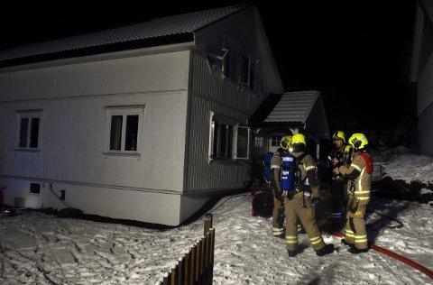 Brannvesenet fikk slukket flammene raskt i eneboligen i Kløvstadhagen på Heistadmoen torsdag kveld.
