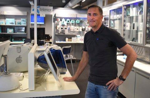 Robert Holtungen har drevet firmaet RH Data i 30 år. Da arbeidsplassen hans gikk konkurs i 1990, startet han for seg selv.
