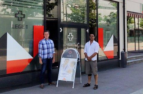 SATSER: Bjørn Berge Hansen og Shahid Chohan åpner helt nytt legesenter torsdag. De er spente på mottakelsen midt under koronapandemien.