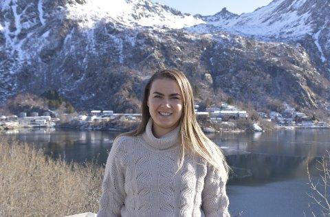 Vaksineskeptisk: Sigrid Lind (24) ble rammet av narkolepsi, etter at hun tok vaksine mot svineinfluensa for ti år siden, nå er skeptisk til om hun skal ta vaksine mot Covid-19. Foto: Trine Aas Nordvik
