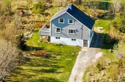 SOLGT: En ung lokal mann fikk tilslaget på dette huset i Ringveien i Stamsund.