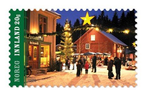 Årets julefrimerke prydes blant annet av Norges Postmuseum (rød bygning) på Maihaugen.