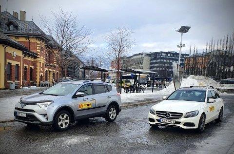 Det nye drosjeregelverket åpner opp for flere aktører i bransjen. Den første Ferder-taxien er på plass i Lillehammer. I vinter- og påskeferien setter drosjeselskapet inn ekstra biler.