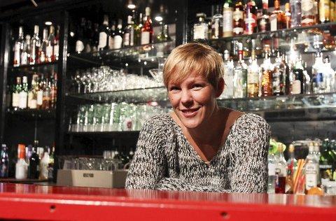 MUSIKK FØRST: – Livescenen er viktigere enn baren, sier daglig leder i Tivolikjeller'n, May Ann Aas.