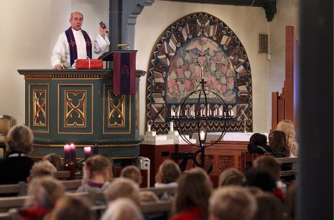 VIELSE: Nå kan homofile vies i Den norske kirke. Her fra en skolegudstjeneste i Moss kirke.