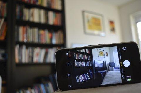 Fort gjort: Med smarttelefoner som allemannseie, er det fort gjort å ta en video av hjemmet sitt. Foto: Torgeir Snilsberg