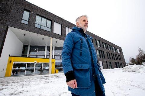 TAR SAKEN SVÆRT ALVORLIG: – Vi har beredskapsplaner for ulike volds- og trusselsituasjoner, og evaluerer nå disse i forhold til episoden her sist torsdag, sier kommunalsjef oppvekst og kultur i Rygge kommune, Lars Gjemmestad.