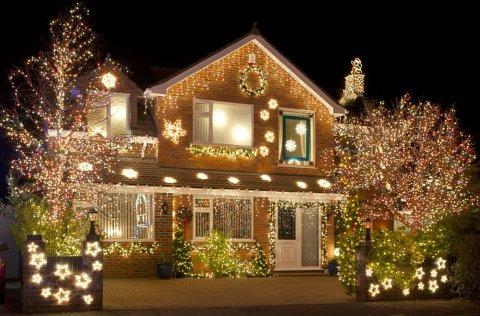Å dekorere julehuset som i en amerikansk film koster mindre i strøm enn mange tror.
