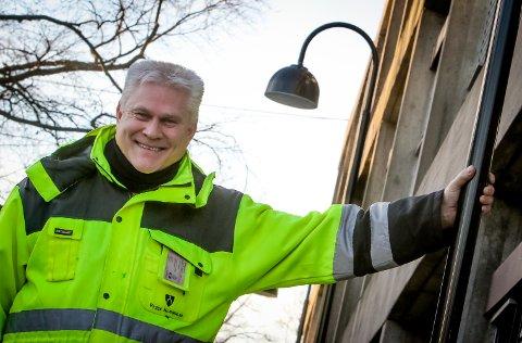 Det tok fire år å bytte 2500 gatelys i gamle Rygge kommune, og ett år med tilsvarende mengde i Moss. Torbjørn Moe er «gatelysekspert» i Moss kommune, og forteller at erfaringene fra Rygge gjør at kommunen nå arbeider mer effektivt.
