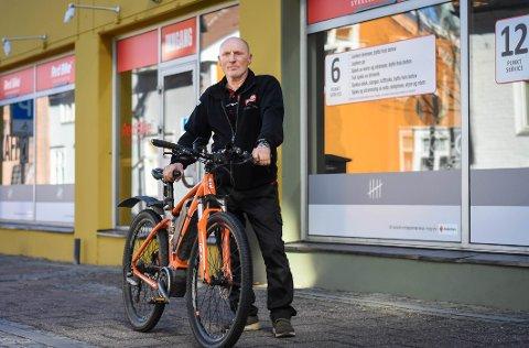 KLAR FOR VÅRSESONGEN: Per Mikkelrud er sykkelreparatør hos RedBike I Moss.