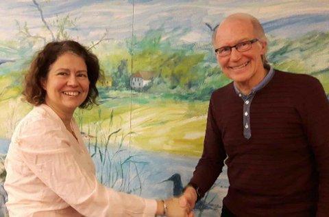 Susana Escobar takkes av og ønsker Hans-Petter Aas lykke til som ny leder i Østensjø SV