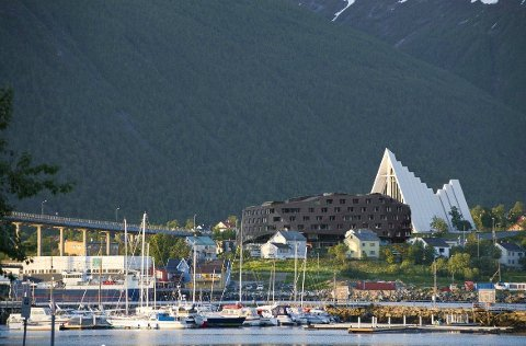 - Kanskje de kunne pynte opp Tromsdalen også sånn at Tromsdalingan også får et praktbygg de kan være stolte av, foreslår en av debattantene som har lagt til dette bildet.