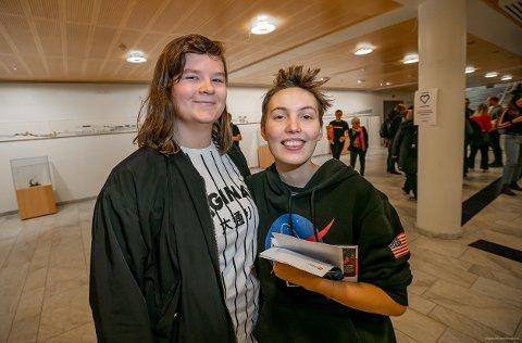 DRØMMER OM HØYESTERETT: Kjæresteparet Julia Johnsen Halsebø (21) fra Harstad/Vadsø og Kristin Raanes Vassdal (20) fra Trondheim hadde tatt turen til arbeidslivsdagen på UiT.