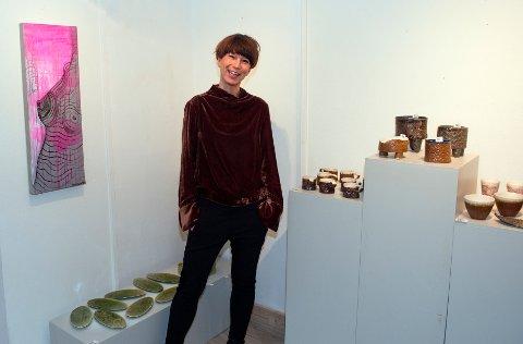 LITT AV ALT: Det er mest keramikk, men også noe grafisk når Hege Merethe Lund har utstilling på Kaufeldtgården.
