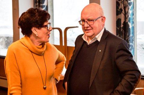 Komitéleder Berit Skogsbakken Aasen og ordfører Terje Odden står på hver sin side i skolesaken på Vestsida. Begge sier de vil rette seg etter hva medlemsmøtet i Søndre Land Ap bestemmer når de kommer til sluttbehandlingen i kommunestyret 12. februar.