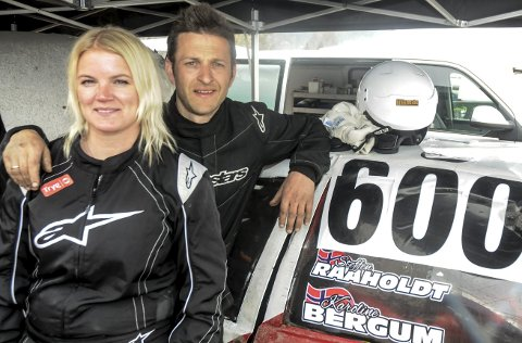 STORTRIVES: Karoline Bergum og Steffen Raaholdt stortrives med bilcross. FOTO: ØYSTEIN RINGSVEEN