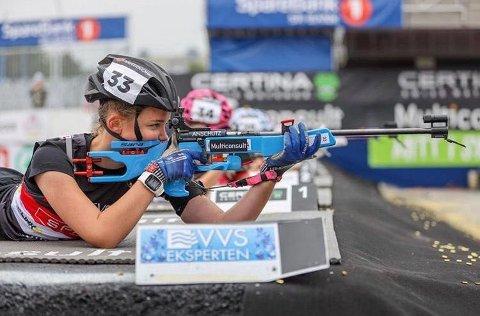 Sara Agnethe Granvang Tronrud vant klasse jenter 14 år under første dag av skiskytterfestivalen i Karidalen.