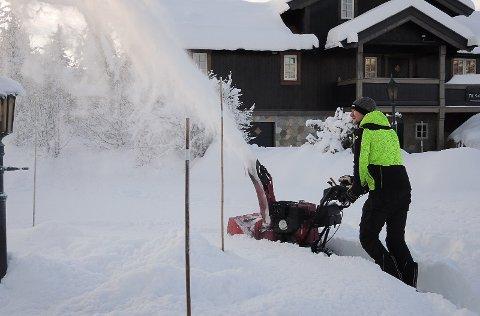 NÅ MÅ DET BRØYTES: Det kan komme mer enn en halvmeter med snø på Beitostølen de nærmeste dagene.