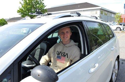 KLAR: Sander Eitrem er klar både til å ta førerkort og klatre til topps på skøytebanen.