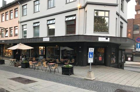 ÅPNER FOR UTESERVERING: Gjøvik Sjokolade måtte stenge som følge av at nødvendig dokumentasjon for uteserveringen uteble.