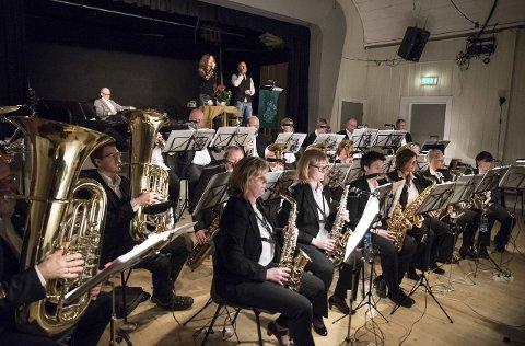 LÅGABRASS: Korpset Lågabrass i Kvelde har lang tradisjon på kabaretforestillinger på Gylnarheim.