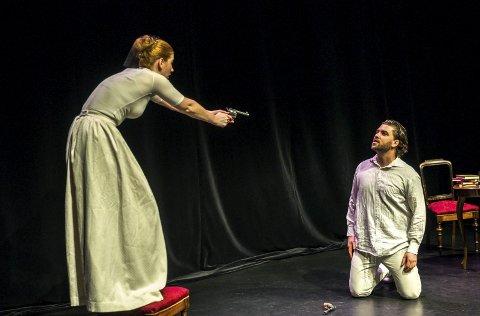 Gjensyn: Liv Neslowe og Anders Gjønnes i Tsjekhovs stykke «Bjørnen» som kommer tilbake til Bølgen.arkivfoto