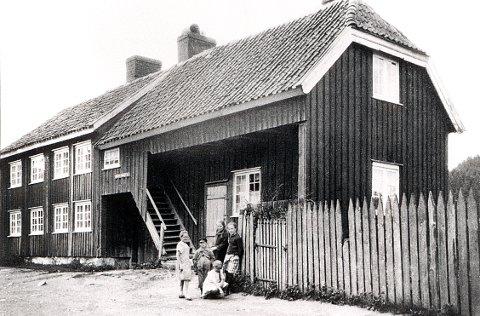 JOSEF MINDES GATE har navn etter denne verneverdige bygningen, «Josephs Minde,» som imidlertid ble revet på 1960-tallet, uten at det den gang bekymret så mange.