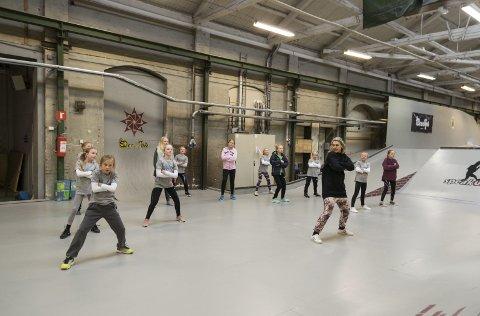Skatehallen: På Torstrand ligger en flott nyoppusset skatehall med spennende muligheter for dans også.