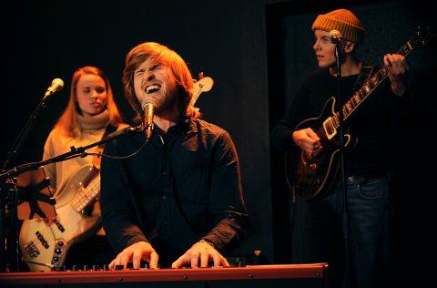Magnus Brekke Aalbu er Larvikspatriot på sin hals, og syns det var ekstra stas å ta med bandet til Munken og Larvik.